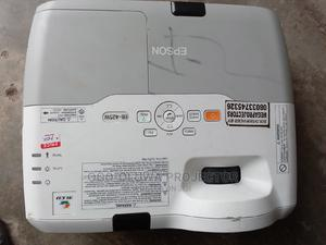 Epson Shortrow Projector With Wide Image and HDMI Projector   TV & DVD Equipment for sale in Lagos State, Lekki