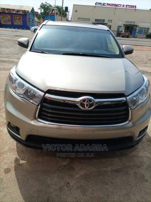 Toyota Highlander 2014 Gold | Cars for sale in Abuja (FCT) State, Jabi