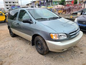 Toyota Sienna 1999 LE 4dr Green | Cars for sale in Lagos State, Ojodu