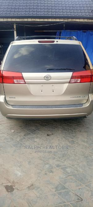 Toyota Sienna 2005 LE AWD Gold | Cars for sale in Lagos State, Alimosho