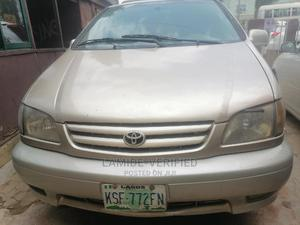 Toyota Sienna 2001 XLE Gold | Cars for sale in Lagos State, Alimosho