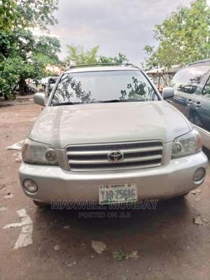 Toyota Highlander 2004 Gold   Cars for sale in Abuja (FCT) State, Gudu