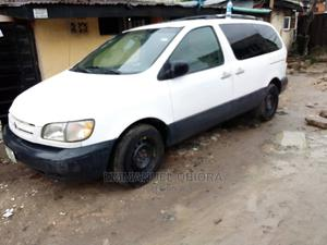 Toyota Sienna 1999 LE 4dr White | Cars for sale in Lagos State, Surulere