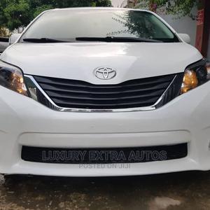 Toyota Sienna 2013 SE FWD 8-Passenger White | Cars for sale in Lagos State, Ikeja