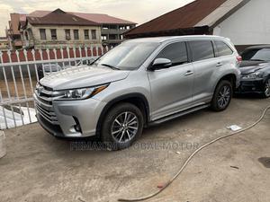 Toyota Highlander 2017 XLE 4x4 V6 (3.5L 6cyl 8A) Silver | Cars for sale in Oyo State, Ibadan