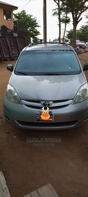 Toyota Sienna 2007 LE 4WD Gold   Cars for sale in Lagos State, Alimosho
