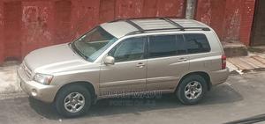 Toyota Highlander 2004 V6 FWD Gold   Cars for sale in Lagos State, Surulere