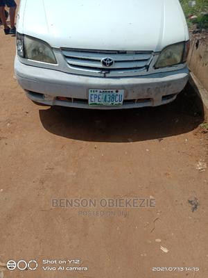 Toyota Sienna 2002 LE White   Cars for sale in Lagos State, Surulere