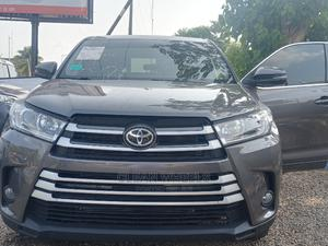 Toyota Highlander 2017 XLE 4x2 V6 (3.5L 6cyl 8A) Gray | Cars for sale in Abuja (FCT) State, Central Business Dis