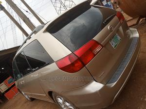 Toyota Sienna 2005 XLE AWD Gold   Cars for sale in Lagos State, Alimosho