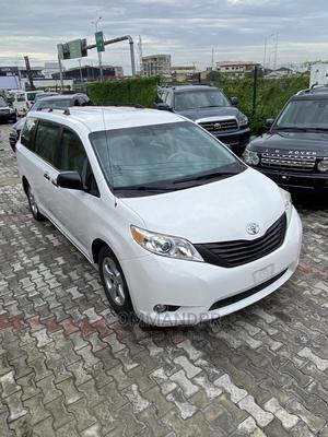 Toyota Sienna 2013 L FWD 7 Passenger White | Cars for sale in Lagos State, Lekki