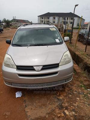 Toyota Sienna 2004 LE FWD (3.3L V6 5A) Silver | Cars for sale in Abuja (FCT) State, Jikwoyi