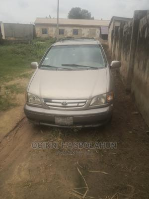 Toyota Sienna 2001 XLE Gold | Cars for sale in Lagos State, Yaba