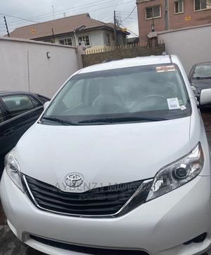 Toyota Sienna 2011 LE 7 Passenger Mobility White | Cars for sale in Lagos State, Surulere