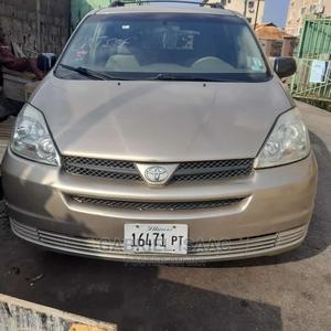 Toyota Sienna 2004 LE FWD (3.3L V6 5A) Gold | Cars for sale in Lagos State, Yaba