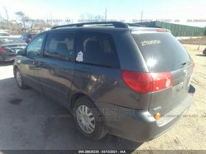 Toyota Sienna 2010 LE 7 Passenger Gray | Cars for sale in Lagos State, Alimosho