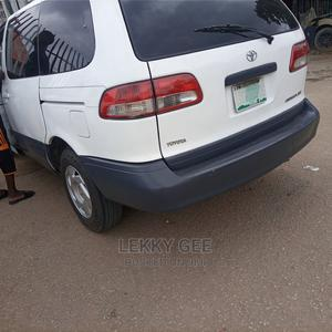 Toyota Sienna 2001 XLE White   Cars for sale in Lagos State, Alimosho