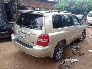 Toyota Highlander 2004 Limited V6 4x4 Gold | Cars for sale in Enugu State, Enugu