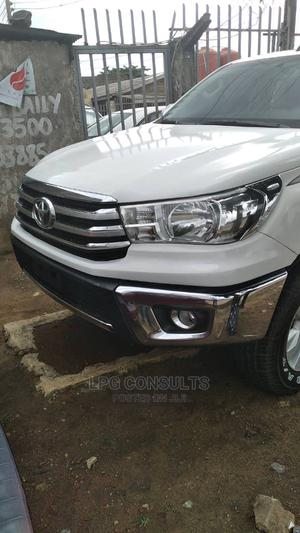 Toyota Hilux 2017 SR5 4x4 White   Cars for sale in Lagos State, Alimosho