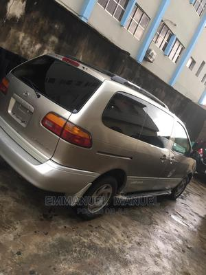 Toyota Sienna 2000 XLE & 1 Hatch Brown | Cars for sale in Lagos State, Ojodu