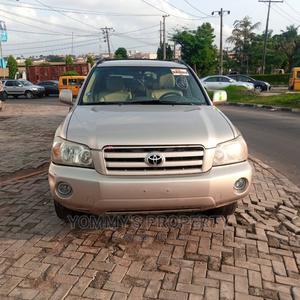 Toyota Highlander 2004 Gold   Cars for sale in Lagos State, Ikorodu