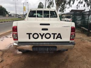 Toyota Hilux 2010 2.5 D-4d 4X4 SRX White | Cars for sale in Lagos State, Abule Egba