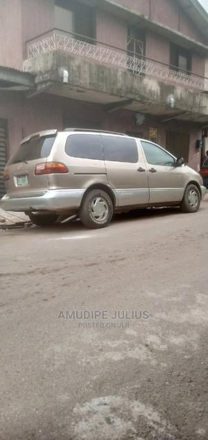 Toyota Sienna 1999 XLE Gold | Cars for sale in Lagos State, Yaba
