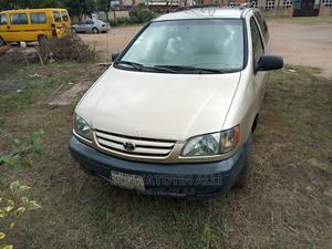 Toyota Sienna 2002 LE Gold | Cars for sale in Lagos State, Alimosho