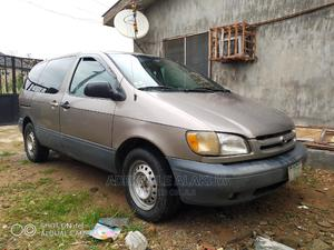 Toyota Sienna 1999 LE 3dr Brown | Cars for sale in Lagos State, Magodo