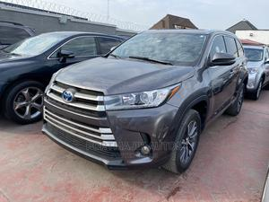 Toyota Highlander 2018 XLE 4x2 V6 (3.5L 6cyl 8A) Gray | Cars for sale in Lagos State, Amuwo-Odofin