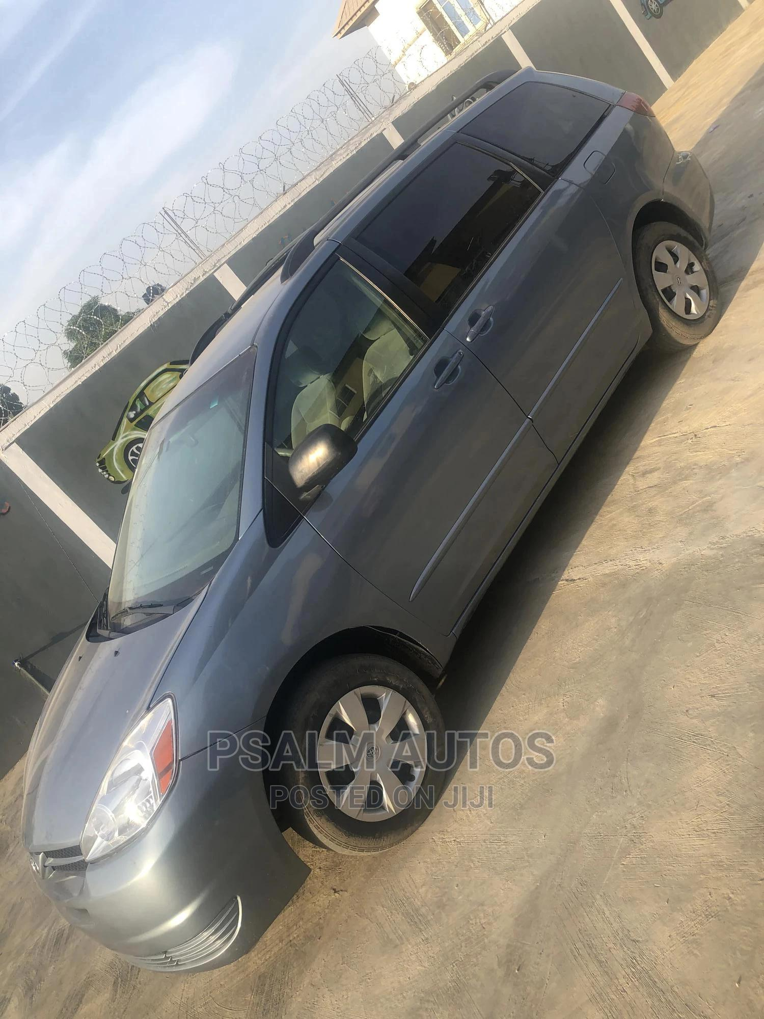 Toyota Sienna 2005 LE AWD Gray   Cars for sale in Ogudu, Lagos State, Nigeria