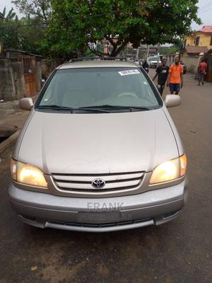Toyota Sienna 2002 Gold | Cars for sale in Lagos State, Yaba