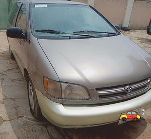 Toyota Sienna 2000 XLE & 1 Hatch Gray | Cars for sale in Niger State, Minna