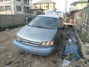 Toyota Sienna 2001 LE Green | Cars for sale in Lagos State, Surulere