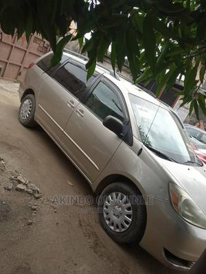 Toyota Sienna 2005 LE AWD Gold | Cars for sale in Lagos State, Agege