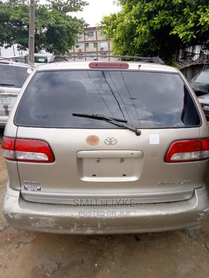 Toyota Sienna 2002 XLE Gold | Cars for sale in Lagos State, Surulere
