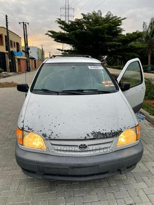 Toyota Sienna 2002 CE White   Cars for sale in Lagos State, Magodo
