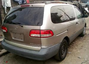 Toyota Sienna 2002 LE Gold | Cars for sale in Lagos State, Surulere