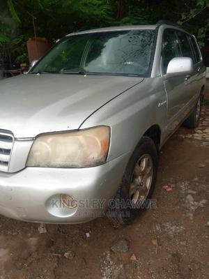 Toyota Highlander 2004 Limited V6 4x4 Gold | Cars for sale in Abuja (FCT) State, Karu