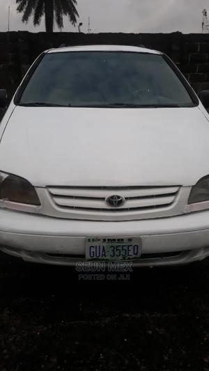 Toyota Sienna 2002 XLE White   Cars for sale in Rivers State, Obio-Akpor