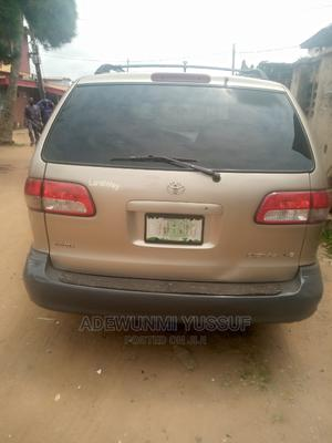 Toyota Sienna 2002 LE Gold | Cars for sale in Lagos State, Ikotun/Igando