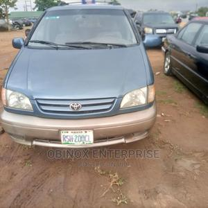 Toyota Sienna 2000 XLE & 1 Hatch Pearl | Cars for sale in Abuja (FCT) State, Gudu