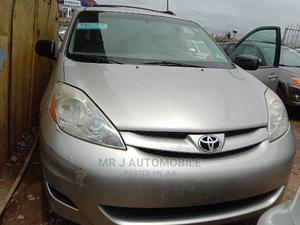Toyota Sienna 2006 LE FWD Silver | Cars for sale in Lagos State, Isolo