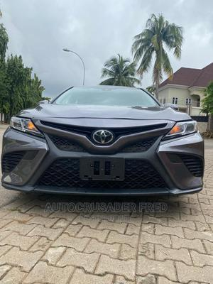 Toyota Camry 2018 SE FWD (2.5L 4cyl 8AM) Gray | Cars for sale in Abuja (FCT) State, Jabi