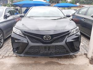 Toyota Camry 2018 SE FWD (2.5L 4cyl 8AM) Black   Cars for sale in Abuja (FCT) State, Garki 2