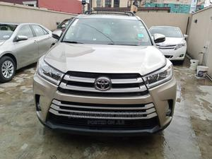 Toyota Highlander 2016 Gold   Cars for sale in Lagos State, Surulere