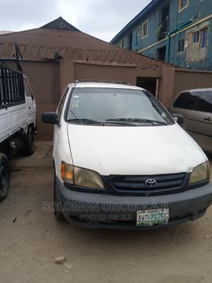 Toyota Sienna 2000 LE & 1 Hatch White | Cars for sale in Lagos State, Ilupeju