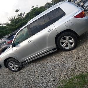 Toyota Highlander 2009 Hybrid Limited Silver   Cars for sale in Abuja (FCT) State, Garki 2