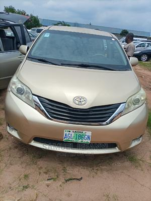 Toyota Sienna 2013 LE FWD 8-Passenger Gold | Cars for sale in Imo State, Owerri