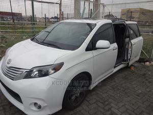 Toyota Sienna 2013 SE FWD 8-Passenger White | Cars for sale in Lagos State, Lekki